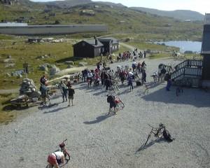 Sykkelstart foran Finsehytta