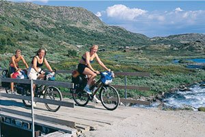 Rallarvegen på sykkel. Foto: Reisemål Hardangerfjord/Willy Haraldsen, TouristPhoto