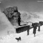 Roterande snøplog skyvd av tre damplokomotiv av type 21a (1908)