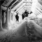 Ryddemannskap i eit snøoverbygg ved Storurdi 1913