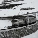 """El. 14 med ekspresstoget """"Henrik"""" ved Sandå (1976)"""