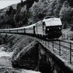"""El. 16 med """"Bergensekspressen"""" mot Oslo  ved Urdland (14.06.1978)"""