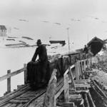 Anleggsvagger utanfor vestre åpning på Gravhalstunnelen (1898-1902)
